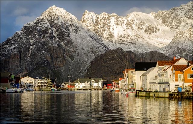 Henningsvaer Harbour - Val Earl